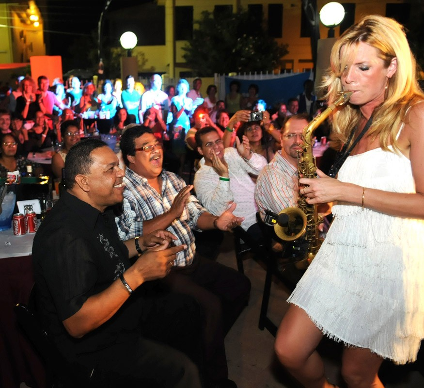 Candy Dulfer in concert bij het Avila Beach Hotel on Curacao