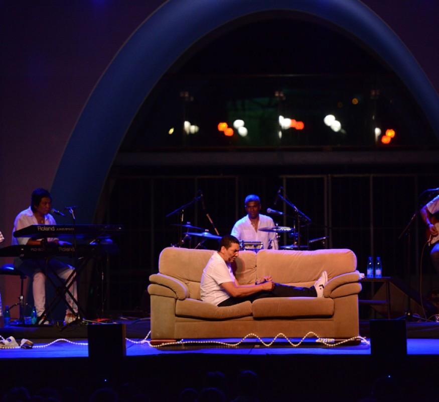 Jorgen Raymann's theatershow bij het Avila Beach Hotel op Curacao