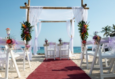 A White Beach With Clear Blue Ocean In The Background Creates Relaxing And Feeling Of Freedom By Itself Wedding Is Unique Every