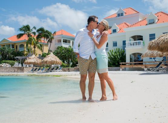 Het Forever Lovers Arrangement is speciaal voor diegenen die willen genieten met hun geliefde en hun ervaring van een onvergetelijk verblijf in het Avila Beach Hotel willen verhogen door het toevoegen van speciale romantische accenten.
