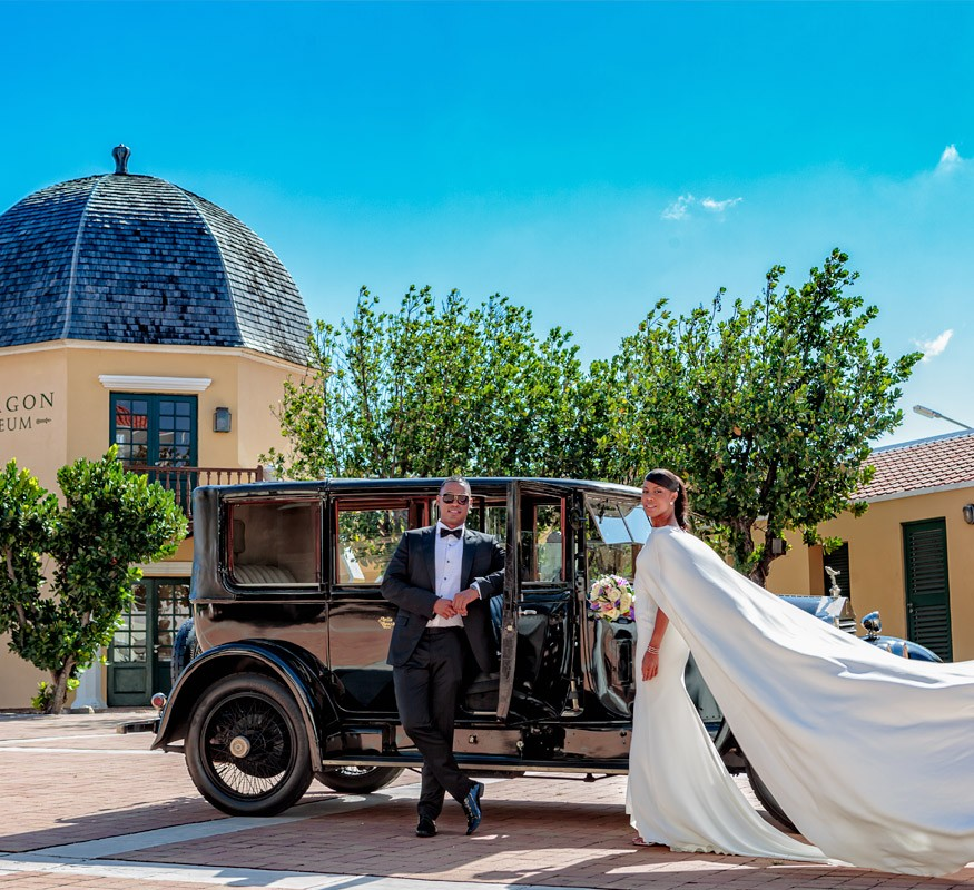 Wedding pictures with the Octagon museum as backdrop and the elegant Rolls Royce